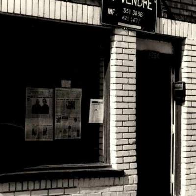 Façade du premier local de l'ADGQ. Crédit photo : Stuart Russell. Année : [1977-1981]. AGQ-F0017 Fonds de l'Association pour les droits des gai(e)s du Québec (ADGQ). Collection des Archives gaies du Québec.