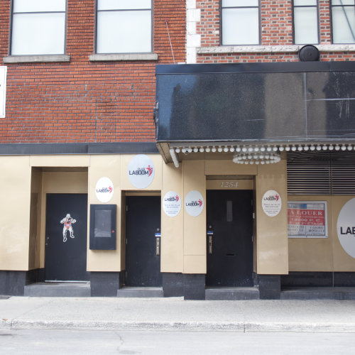 Bud's façade today. On Stanley street near Sainte-Catherine street West. Picture Credit : Marion Daigle. Collection of the Archives gaies du Québec.